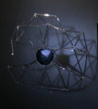 Rzeźba/lampa wykonanta techniką palnikową. Szkło + drewno