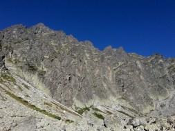 Ściany Buczynowej Strażnicy i Sieczkowych Turni z progu Dolinki Buczynowej
