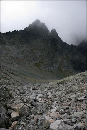 Ostry Szczyt z podejścia na Lodową Przełęcz
