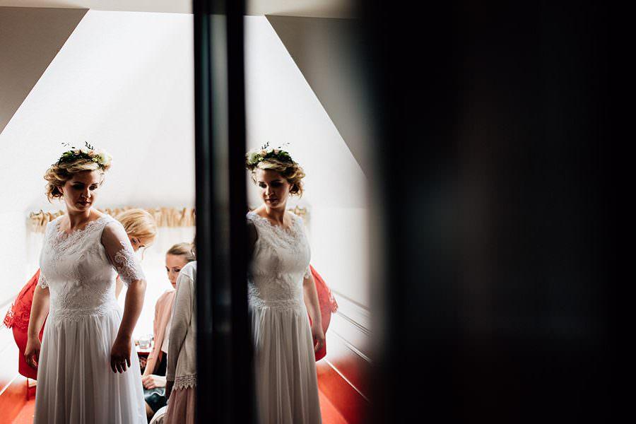przygotowania pani młoda szpyrki fotografia ślubna