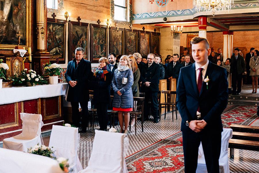 ślub w pięknym drewnianym kościele szczyrk
