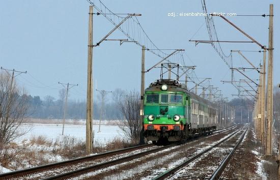 Tory i pociąg