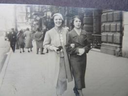 Babcia z kolezanka w Toruniu