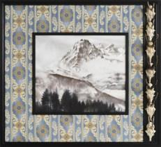 2014/15, Öl auf Leinwand, Rahmen mit Tapete und Rehgehörnen, 112 x 122 cm. Foto: Michael Ehritt