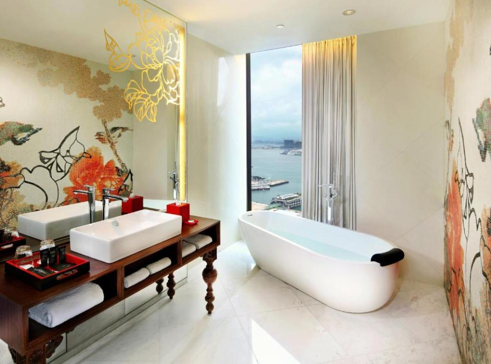where to stay in Hong Kong, A bathroom at Mira Moon
