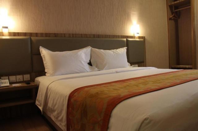 2D1N Stay in Golden Bay Hotel Batam + 2-Way Ferry + Land Transfer + Breakfast