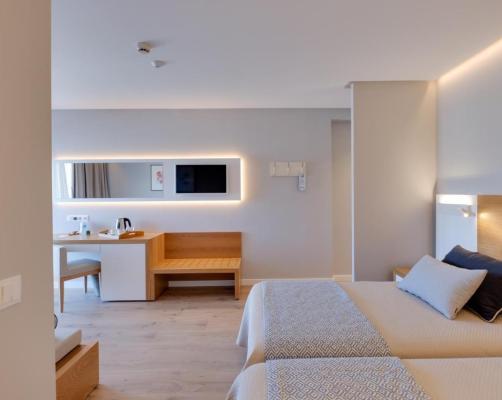 picture-australian-bikini-hotel-miramar-spanish-girl