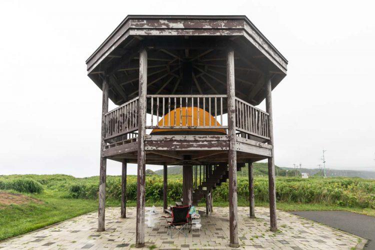 奥尻島 賽の河原公園の見晴台でキャンプ