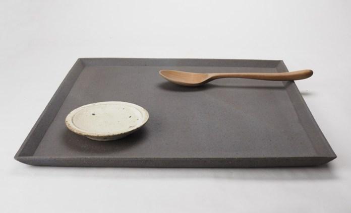 t-1b炭化四角皿Lにk-6粉引豆皿、カトラリー