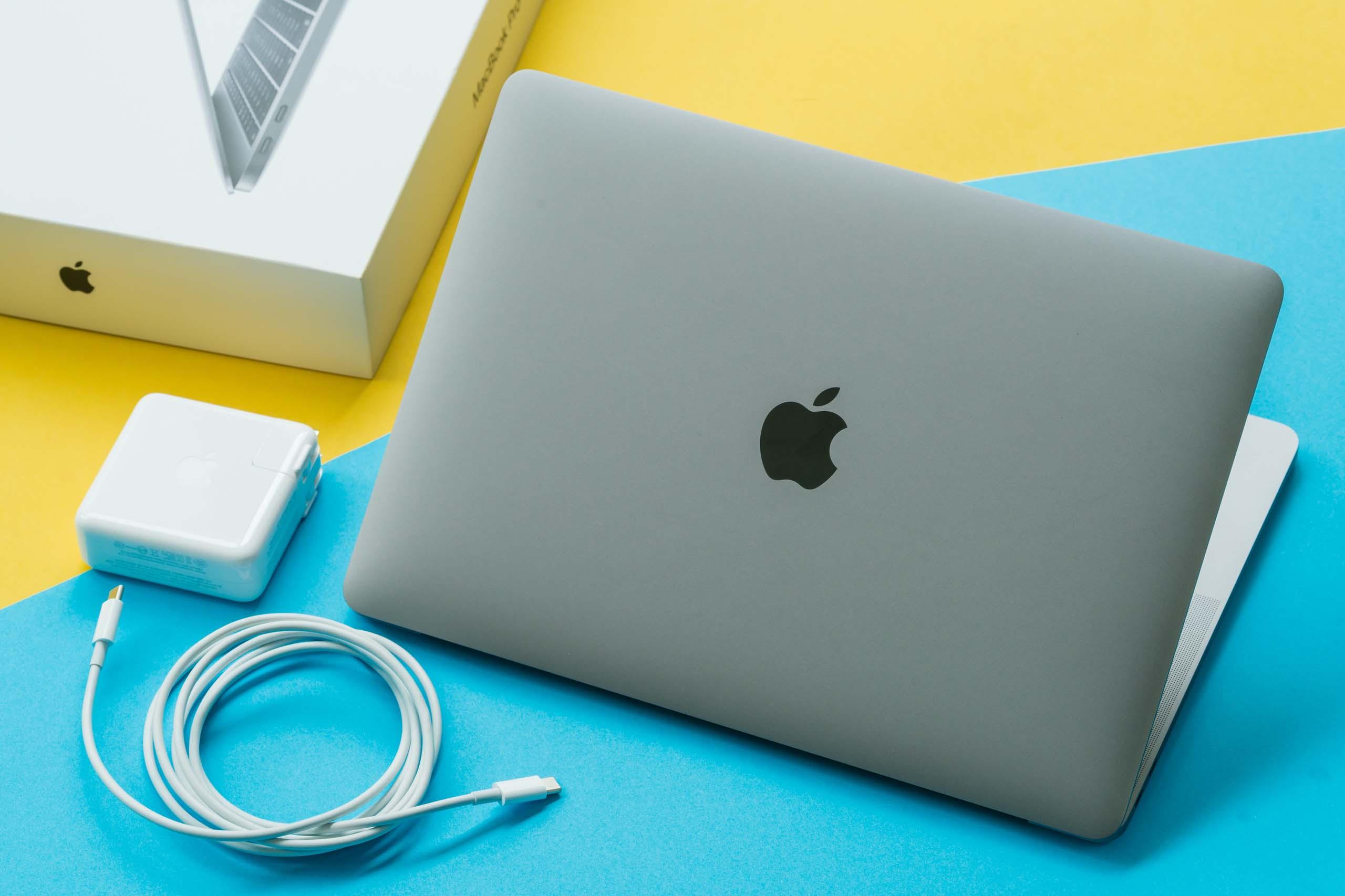 MacBook Proの電源アダプタは繋いだまま作業&放置しても全く問題ありません