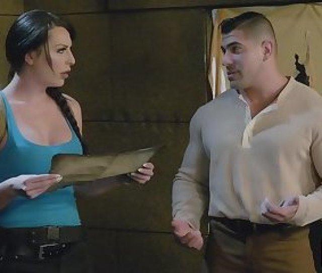 Gorgeous Shemale Tomb Raider Rides And Sucks Throbbing Cock