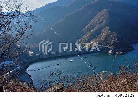<奧多摩> 奧多摩湖(俯瞰)八方巖展望臺からの眺望 東京都 ...