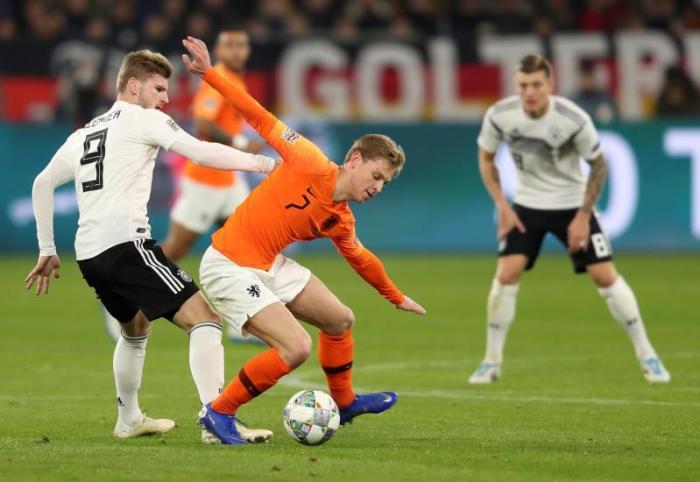 De Jong is understood to be City's top midfield target. EFE