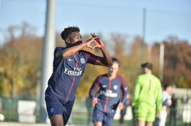 Loïc Mbe Soh firmó un contrato profesional con el PSG - BeSoccer