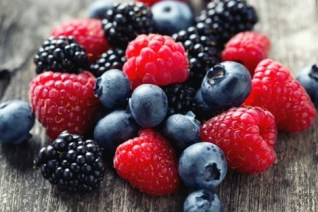 fruits_rouges_371649384 خبيرة مكسيكية: الفواكه الحمراء تكافح السرطان فلاحة
