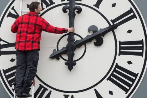 clockChanges_549968211 مخاطر وخيمة على الصحة تدفع أوروبا إلى إلغاء  الساعة الإضافية Actualités