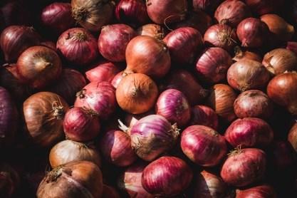 Onions_213812044 دراسة صينية توصي بالإكثار من تناول الثوم والبصل منتدى أنوال
