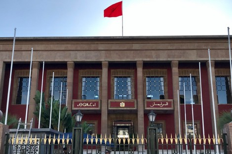 مجلس النواب يزين واجهة البرلمان باللغة الأمازيغية