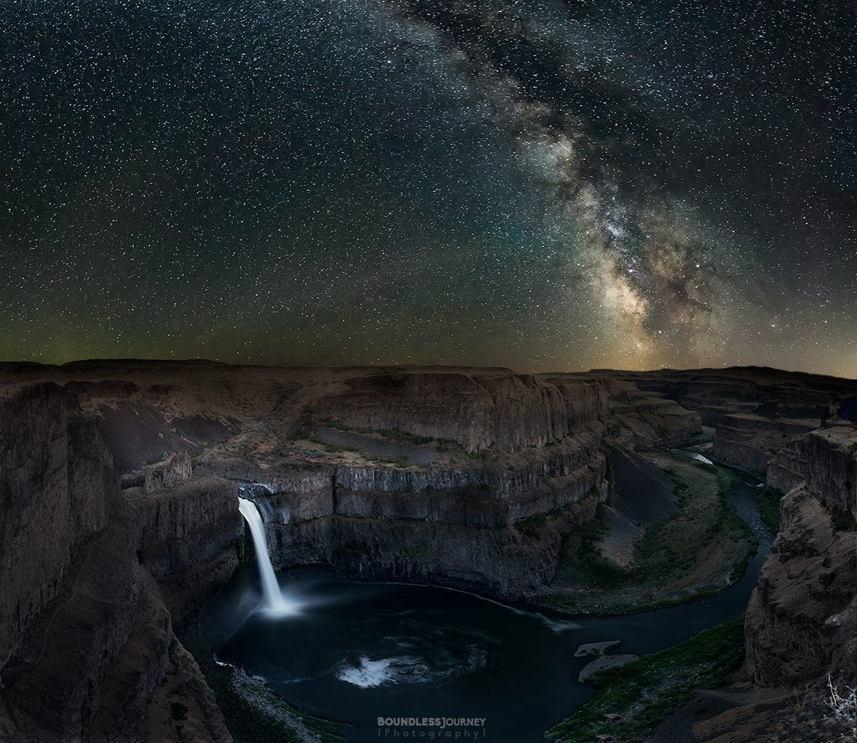 Milky way over Palouse Falls