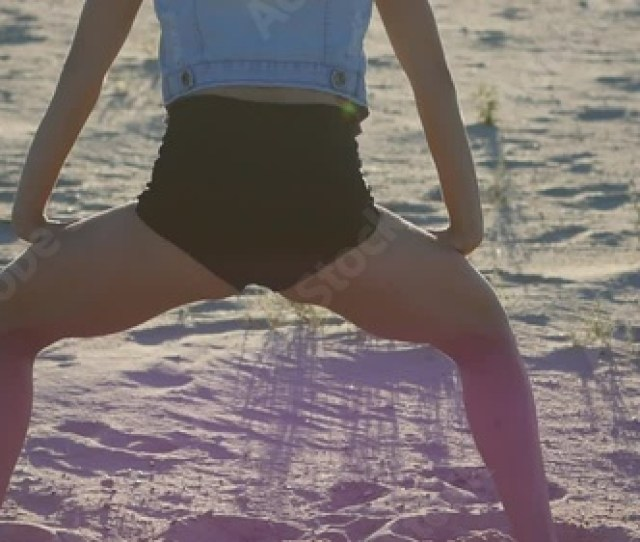 Booty Shake In The Professional Performance Of Young Sexy Woman Stock Footage And Royalty Free Videos On Fotolia Com Vid 117768450