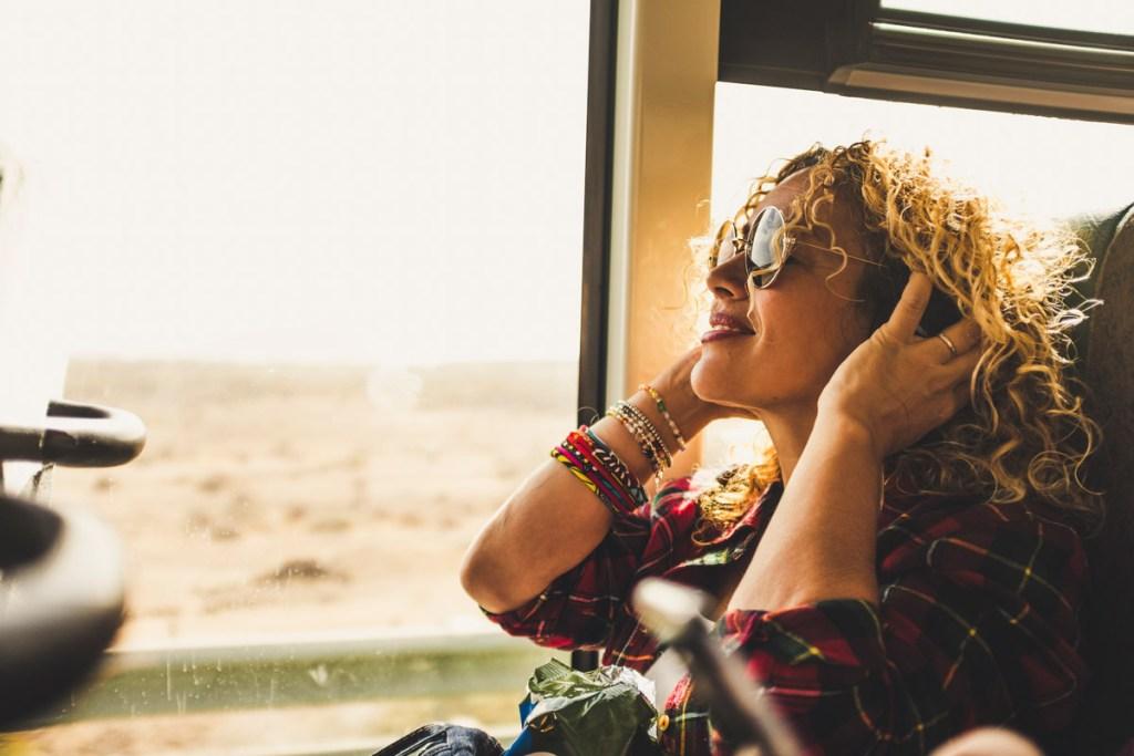 10 canciones que te harán viajar por el mundo