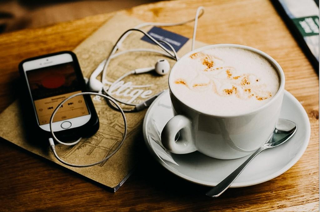 Mantén tu mente ocupada e informada con el listado de los mejores podcasts