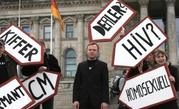 Kritik an der Vorratsdatenspeicherung vor dem Reichstag: Sie schneidet alles mit – auch was für eine Strafverfolgung irrelevant ist. (Bild: Wikipedia-Nicor / CC BY 2.0)
