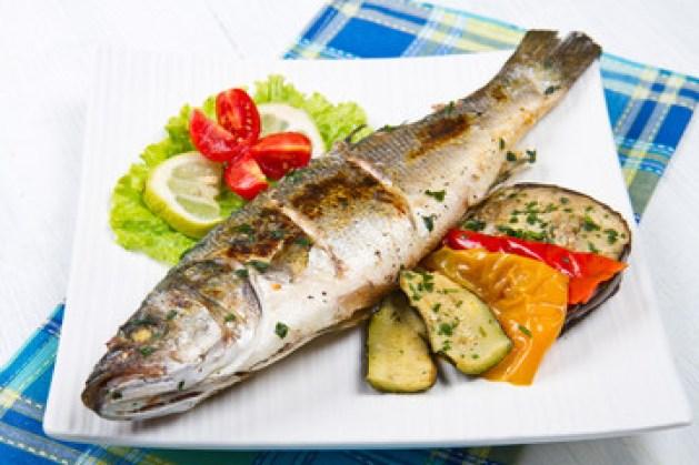 Il branzino al forno con i pomodorini è un piatto a base di pesce dai profumi mediterranei