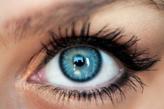 Occhio azzurro, close up