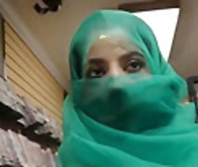 Pretty Pakistani Stunner Visits The Gloryhole For Black Manmeat