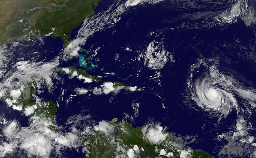 Wie kiest de orkaannamen?