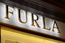 3d-led-backlit-signs-with-mirror-polished-gold-plated-letter-shell-and-20mm-thickness-acrylic-back-panel-for-furla