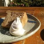 おたカフェ - 紅茶のシフォンケーキ