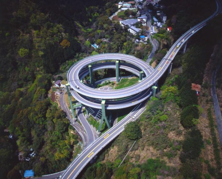 空から眺めた河津七滝ループ橋(ヘリコプターで特撮)