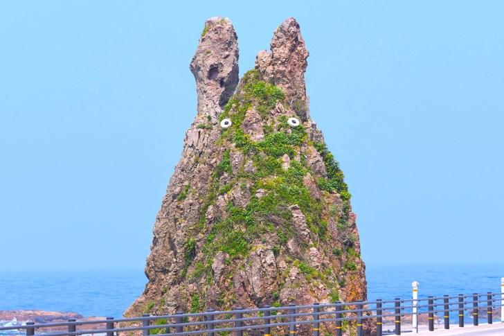トトロ岩(剱地権現岩)