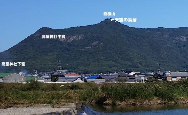 天空の鳥居(高屋神社本宮)