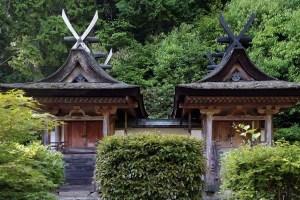 円成寺・春日堂と白山堂
