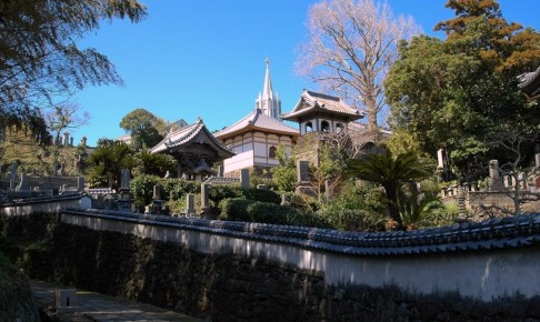 寺院と教会の見える風景