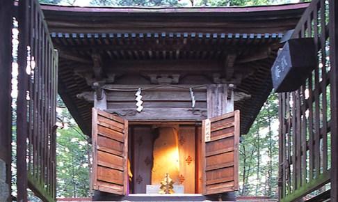 那須国造碑(笠石神社)