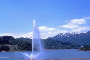 月山湖大噴水(寒河江ダム展望広場)