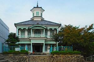 富士川町民俗資料館(旧舂米学校校舎)