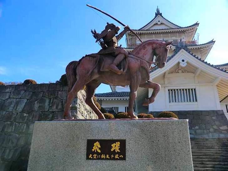 千葉城(亥鼻城)に置かれた千葉常胤像