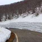 鳥海ブルーライン開通/雪の回廊