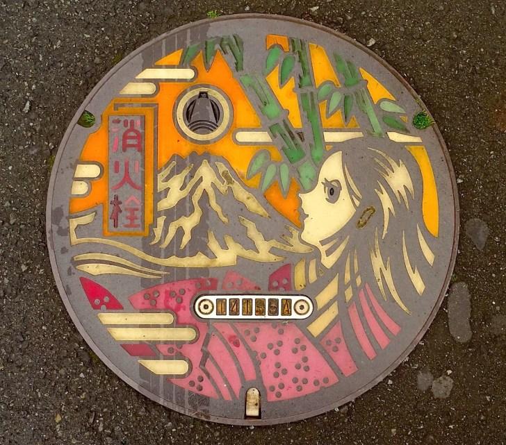 富士市かぐや姫の消火栓マンホール