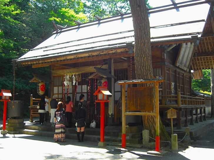 温泉街の最上部には伊香保神社が鎮座