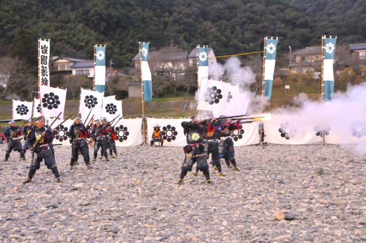 岩国藩鉄砲隊初放し(岩国市)