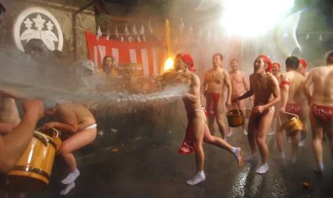 川原湯温泉『湯かけ祭り』