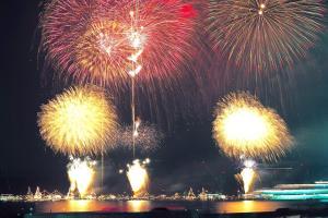 呉の夏まつり 海上花火大会