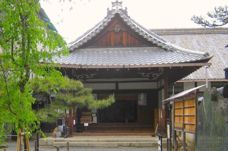 仙洞御所から移築の蘆山寺本堂