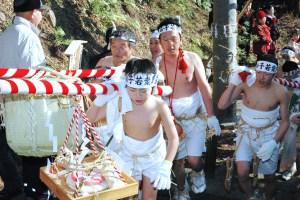 本荘新山神社『裸まいり』